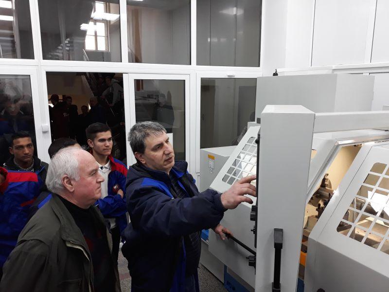 Siemens България предостави система за управление SINUMERIK 828 за модерен учебен кабинет в Сливен