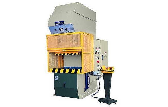 С-образна хидравлична машина за <strong>дълбоко</strong> <strong>изтегляне</strong> на листов материал