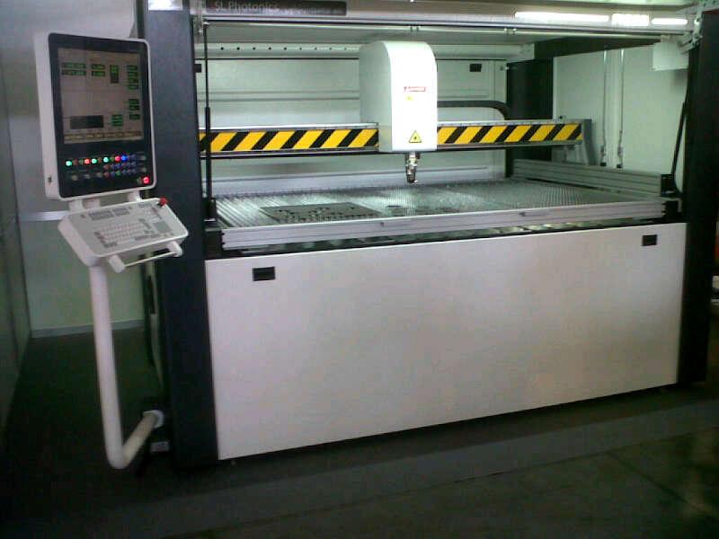 Фиброоптична лазерна система за рязане на листов материал